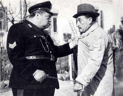 Totò e Aldo Fabrizi in Guardie e ladri