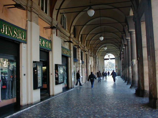 """I Portici di Piazza Vittorio, i """"passages"""" de noantri."""