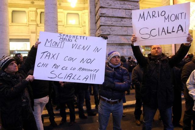 Tassisti protestano contro la Liberalizzazione davanti a Palazzo Chigi